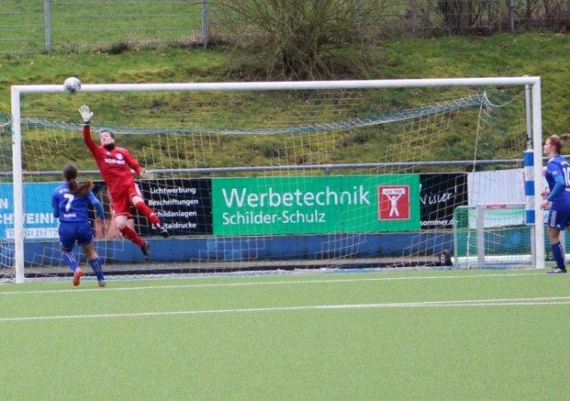 Fußball-Frauen weiter auf Platz 1