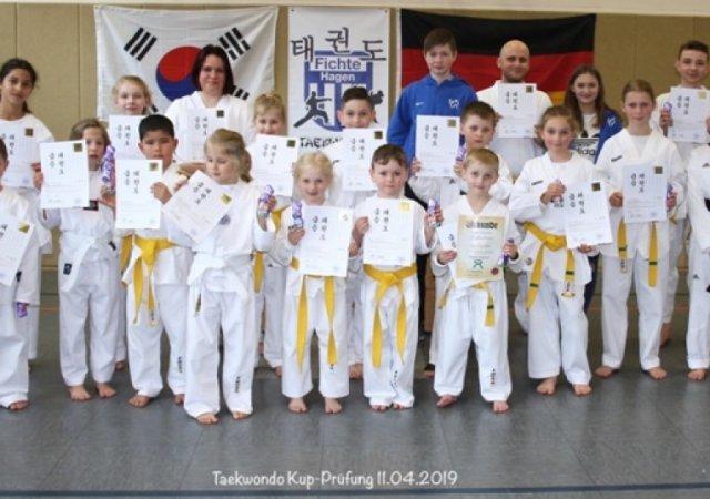 Taekwondokämpfer legten erfolgreiche Kup-Prüfungen ab